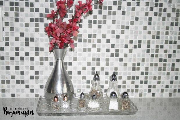 Kitchen-decor-antique-salt-shakers