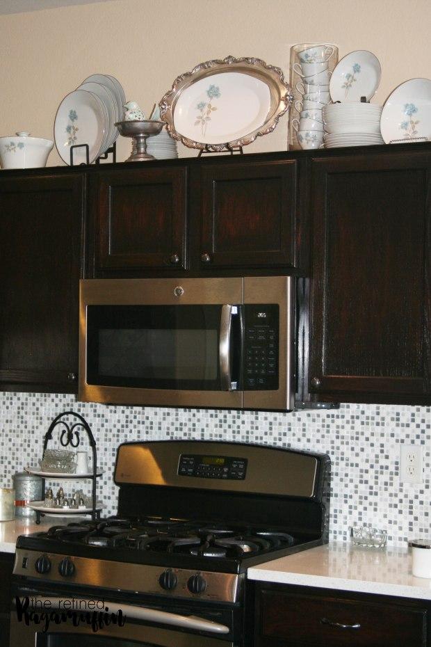 pewter-dishes-blue-kitchen-decor-3
