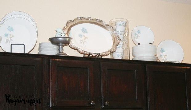 pewter-dishes-blue-kitchen-decor-4